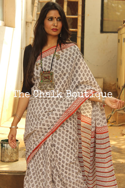 Off White Bagru Hand Block Print Mul Cotton saree.-The Chalk Boutique