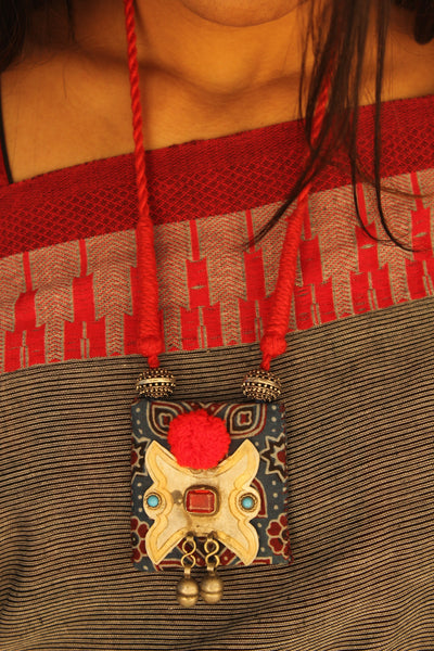 Handcrafted dori adjustable necklace with fabric and german silver.CC-ANP1-C3