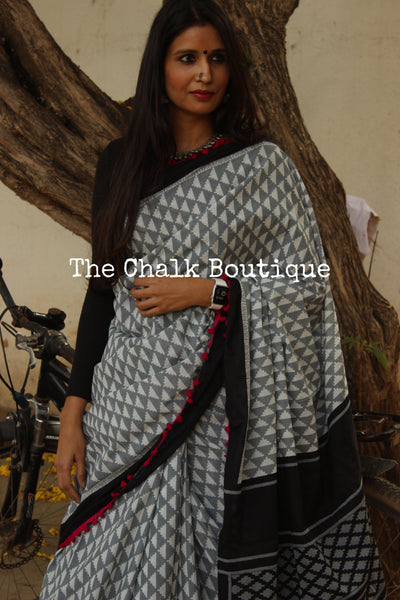 | Coconut & Vanilla | Grey Hand block printed dabu saree with pink border. TCB-POM6-RB4-The Chalk Boutique
