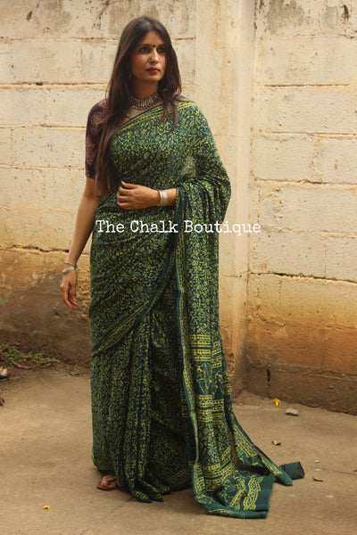 Green Handblock printed dabu saree with border. CC-MUL8-C8-The Chalk Boutique