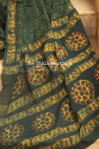 Green Handblock printed dabu saree with thin contrast border. CC-MUL6-C8-The Chalk Boutique