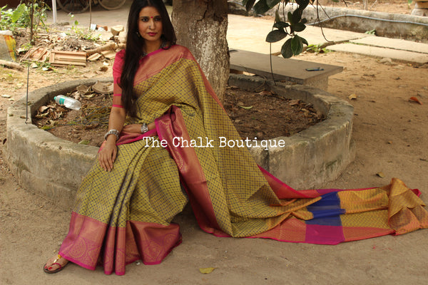 Mehandi Green with pink Muslin Tanchoi Semi Katan Benarasi silk saree with all over weave. TCB-TN1-MC1