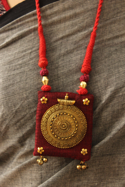 Dori necklace with fabric and german silver pendant. CC-CCH22-C8