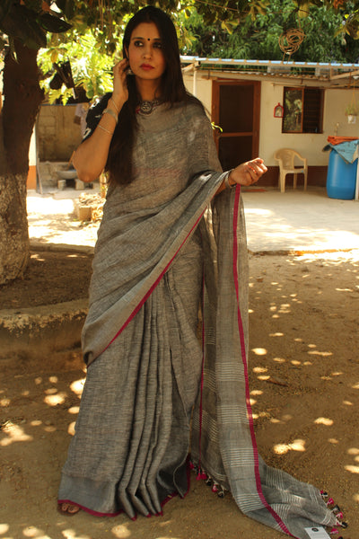 Grey with zari border linen Saree with contrast pink tassels. NF-LL-C5