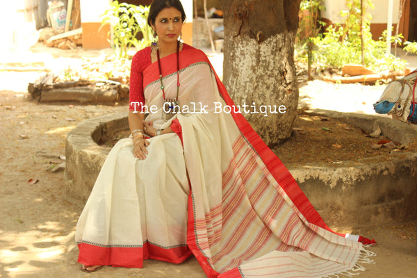 Off White with laal paar 'handloom mark' handwoven begumpuri saree with dobby naksha. TCB-DN6-BG1-The Chalk Boutique