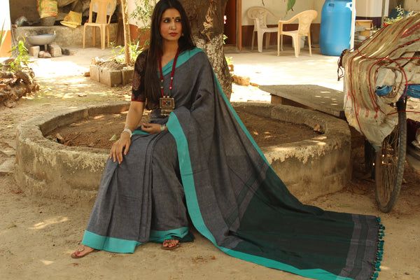 Grey self woven handloom cotton saree with contrast paar and contrast pallu. TCB-COT1-CY
