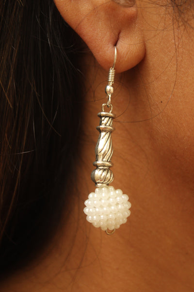White drop earrings. CN-JUNEGSE1C