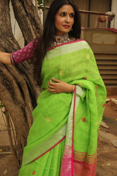Green linen saree with contrast border and tassels on the pallu. TCB-LN5-AY