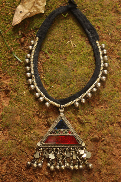 Triangle Afghani Choker with button closure
