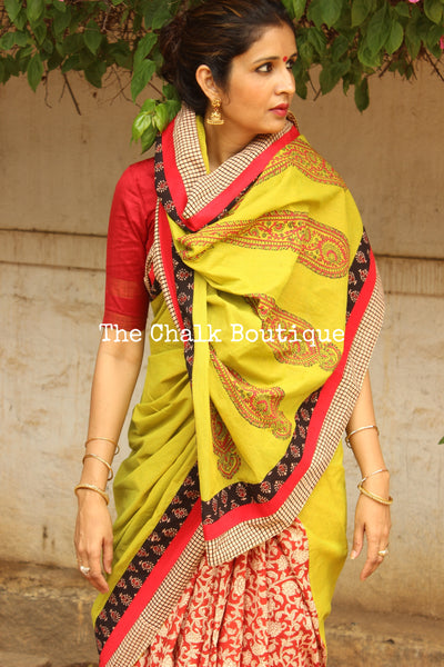 Red Hand Block Printed Base With Green Paisley Print Pallu AS253