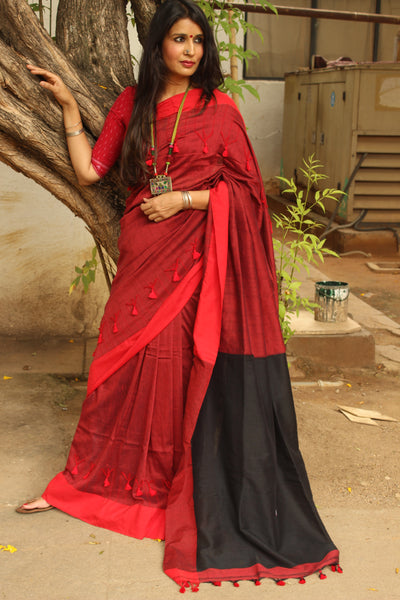Red and Black cotton Saree with thread tassels on border and pallu. TCB-POM6-CY1