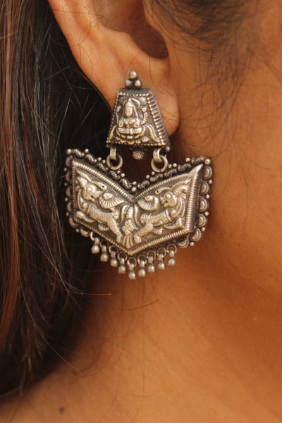 Intricate carving silver earrings. VA-4-DC