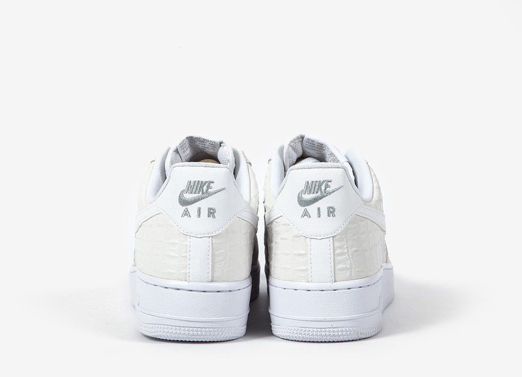 Nike Air Force 1 07 LV8 Shoes - White/White