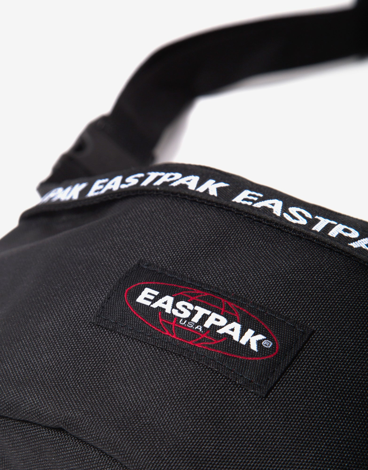 Eastpak Springer Bag - Bold Puller Black
