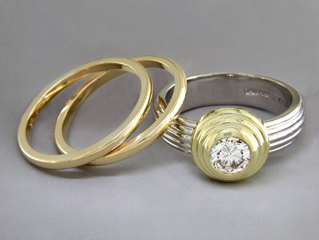 ROUND DIAMOND RING WITH RIBBED BAND