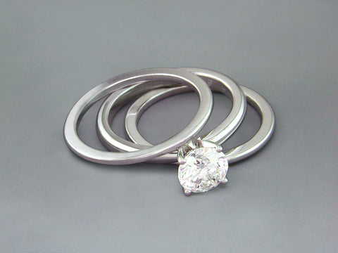ROUND DIAMOND RING WITH GUARD RINGS