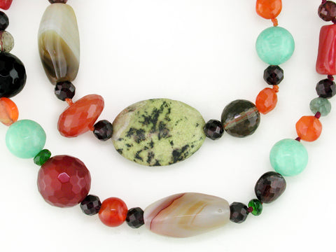MULTI-SHAPE MULTISTONE NECKLACE WITH CORAL