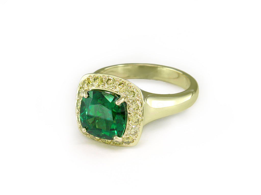 TSAVORITE & YELLOW DIAMOND RING