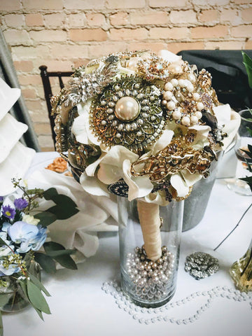 wedding broach bouquet and wedding florist