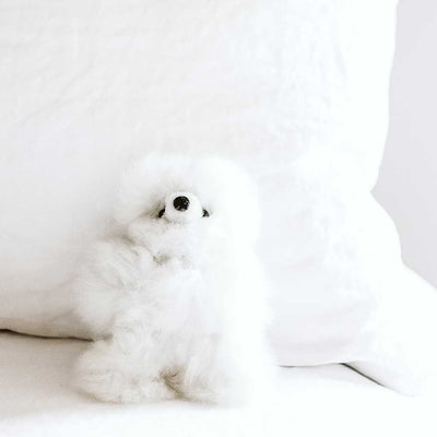 stuff-alpaca-animals-white-bear-on-bed-pokoloko