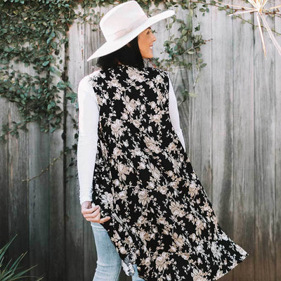 vest-kimono-floral-black-on-model-back-facing-pokoloko