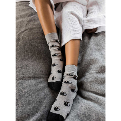 pokoloko-pima-cotton-socks-sloth-product-model-photo