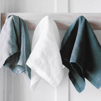 linen-napkin-hanging-on-wall-pokoloko
