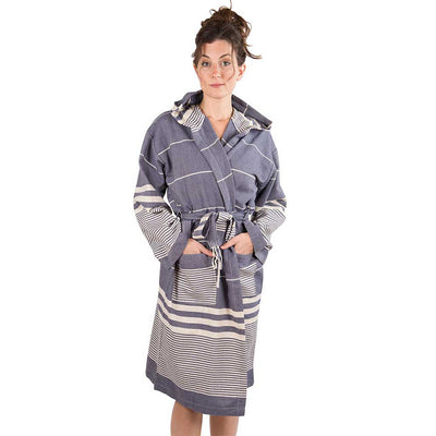 harem-bath-robe-navy-color-on-model-pokoloko