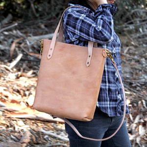 Natural leather crossbody tote with girl