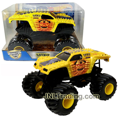 Hot Wheels Year 2016 Monster Jam 1:24 Scale Die Cast Metal Body Official Monster Truck Series - Gold Color Maximum Destruction MAX-D DJW93 with Monster Tires, Working Suspension and 4 Wheel Steering