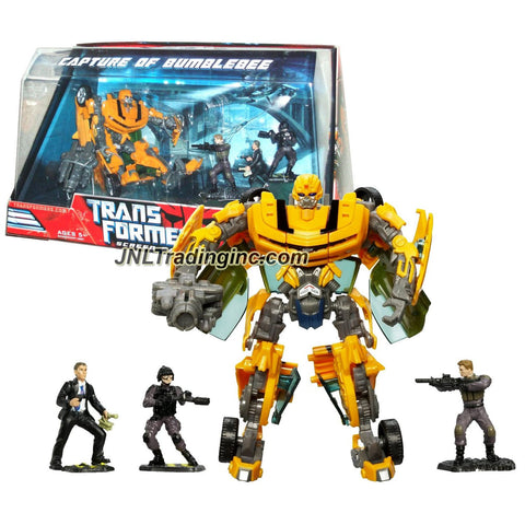 "Hasbro Year 2007 Transformers Movie Screen Battles Series Robot Action Figure Set - CAPTURE OF BUMBLEBEE with Deluxe Class 6 Inch Tall Bumblebee (Vehicle Mode: Camaro Concept) and 3 Sector 7 (S7) Agents Mini Figures (2"" Tall)"