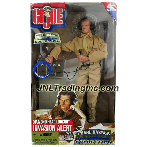 Hasbro Year 2000 G.I. JOE Pearl Harbor Collection Series 12 Inch Tall Soldier Figure - DIAMOND HEAD LOOKOUT INVASION ALERT with Soldier Figure, Folding Bench, 2 Way Radio with Microphone and Headset, Campaign Hat, Springfield Rifle with Slig and Dog Tag