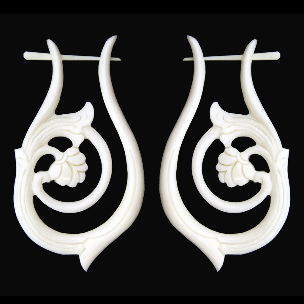 <span>ERB-136<span>: </span></span>Teardrop Hoops - Bone