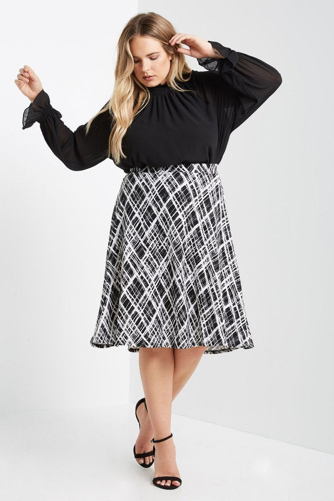 Poshsquare Plus 1XL / Black Garden Party Floral Midi Circle Skirt Plus Size