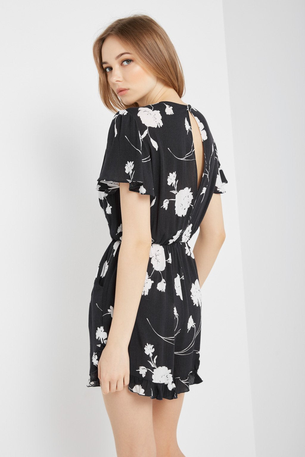 Poshsquare Romper Floral Knot-Front Romper