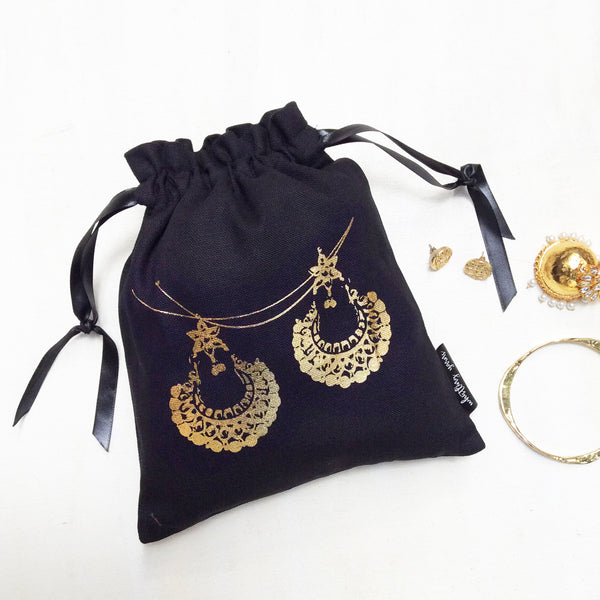SPARKLING JUTTI ACCESSORY BAGS {gold on black}