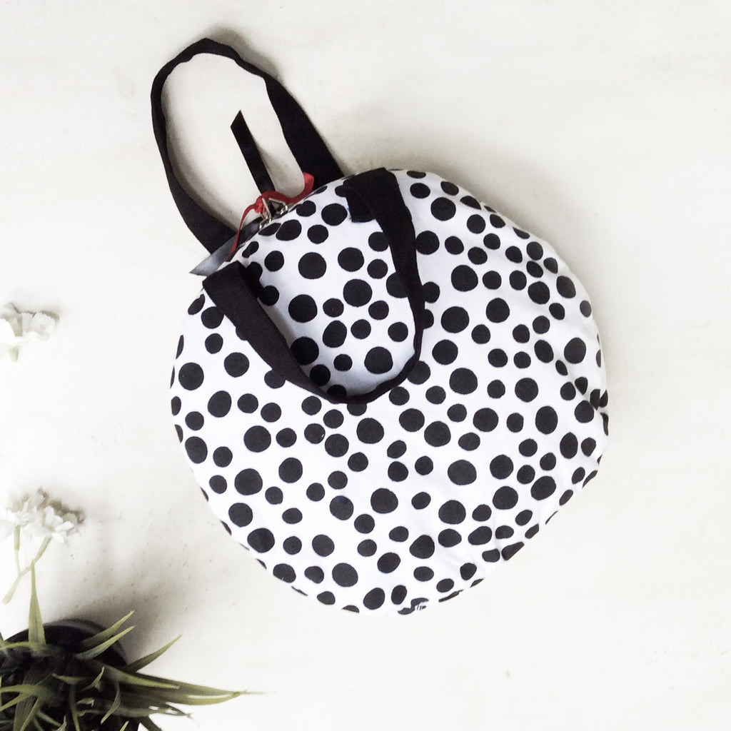 FLAT MAKEUP BAG {polkas in black & white}