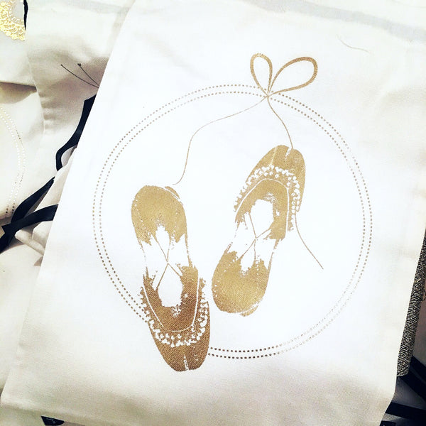 SPARKLING WEDDING ACCESSORY BAGS {gold on white}