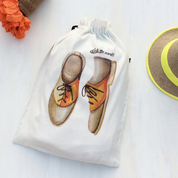 Set of 3 super cool travel bags for men. This shoe bag fits one pair of mens shoes. Keeps shoes organised and in good condition. WHISLING YARNS