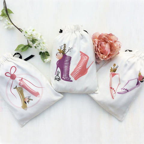 Set of 3 shoe bags ideal for women who love to travel. These chic fabric travel bags are lightweight, washable and resuable many times over. Graphics help to identify heels from flats.