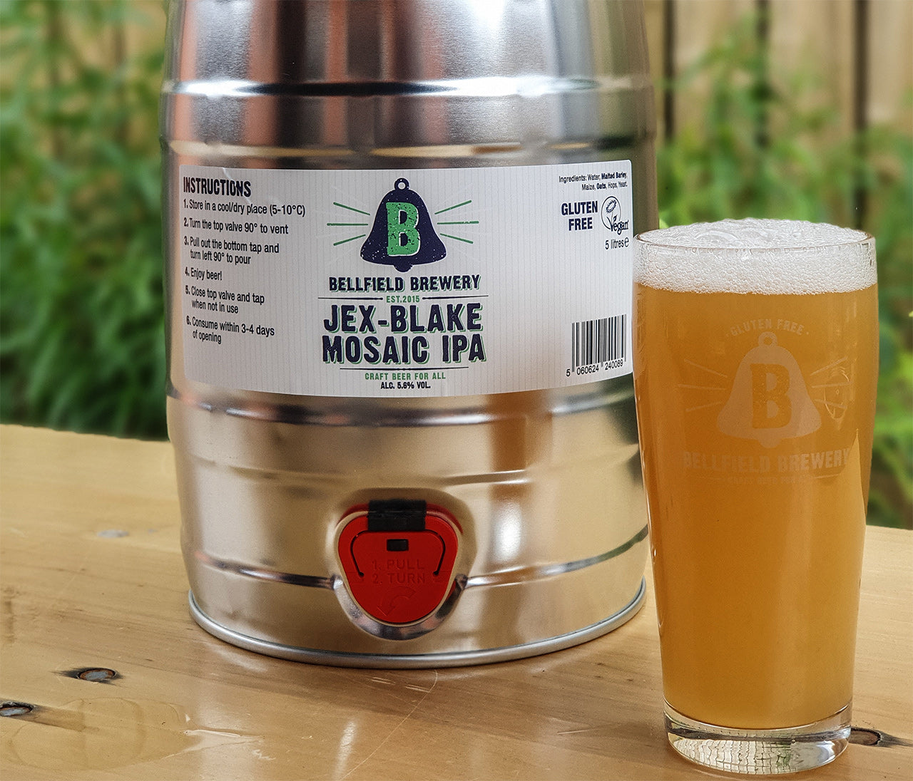 A pint of Jex-Blake Mosaic IPA next to a 5 litre mini cask of the same