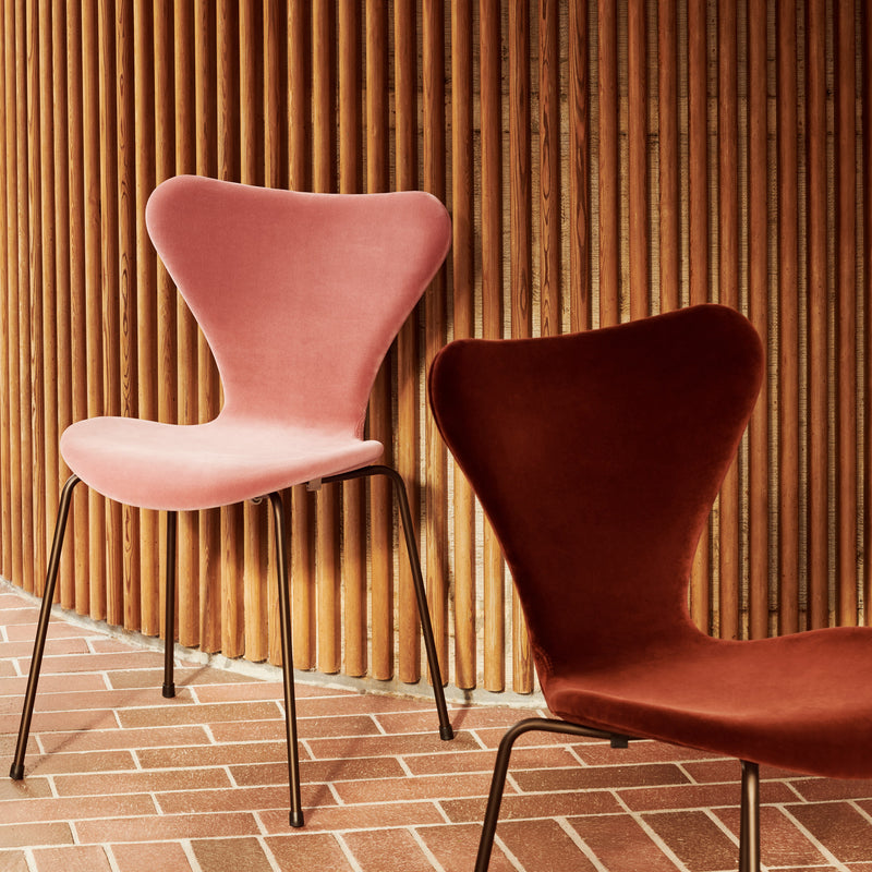 Fritz Hansen 'Series 7' Chair - Velvet Edition Misty Rose & Autumn Red