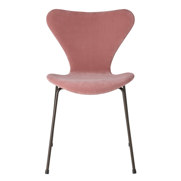 Fritz Hansen 'Series 7' Chair - Velvet Edition Misty Rose