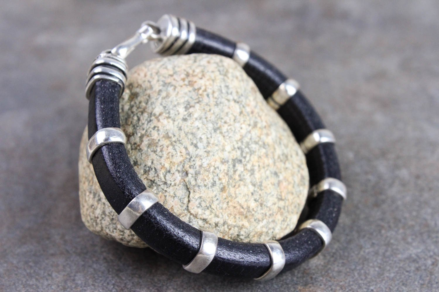 Bracelets Lou Zeldis Style Leather and Sterling Silver Bracelet JB715