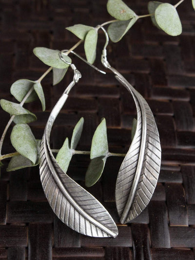 Earrings Flowing Feather Earrings JE475