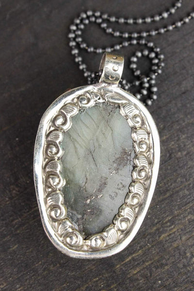Necklaces Luminous Layered Labradorite Skull Necklace JN670