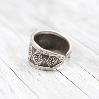 Rings 6 Endless Knot Ring JR255.06