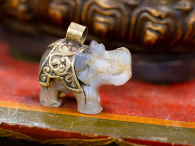 Statues Jade Elephant Statue or Pendant ST228