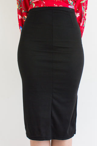 Classic Fitted Midi Skirt in Black