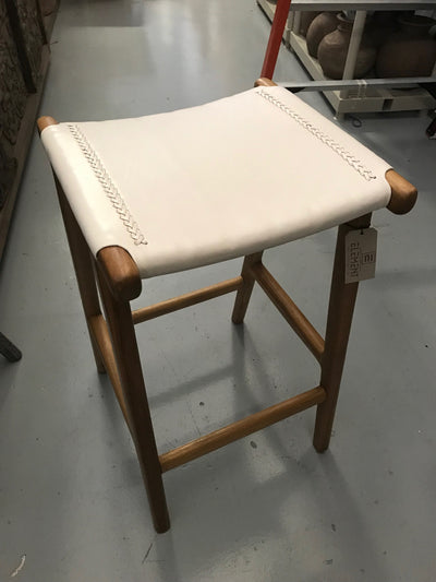 Off-White Leather and Unfinished Wooden Flat Barstool